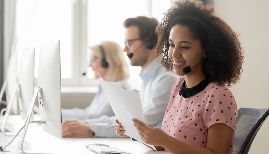 blog-people-in-call-center-SH004