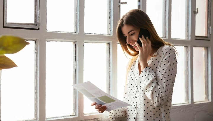 blog-woman-on-phone-OF001